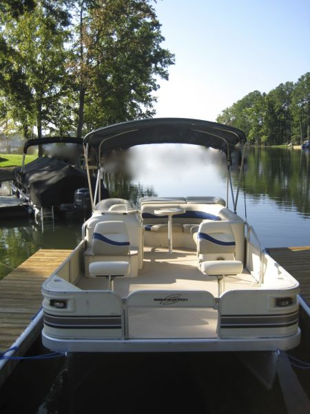 Bennington 18' Pontoon 50 hp  $750 per week or $187.50/day